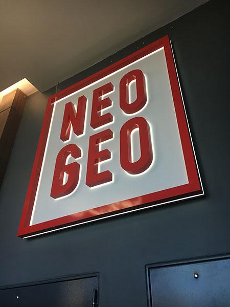 Навигационная вывеска на входной группе бизнес центра